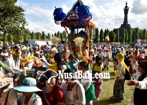 Nusabali.com - ratusan-peserta-ikuti-festival-ratha-yatra-nusantara