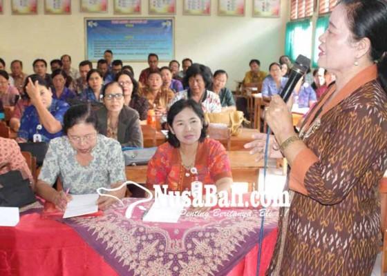 Nusabali.com - merangkap-balian-guru-agama-tetap-profesional