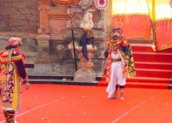Nusabali.com - topeng-panca-klasik-gianyar-pukau-penonton