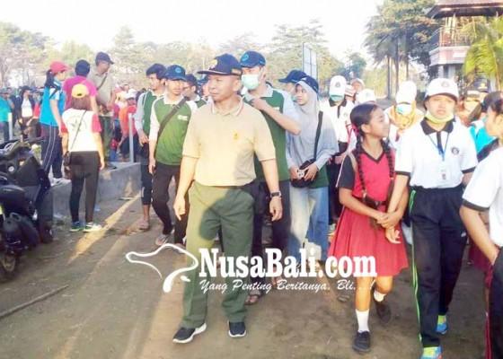 Nusabali.com - warga-delod-berawah-ikuti-jalan-santai-tmmd