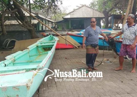 Nusabali.com - perahu-rusak-nelayan-menangis