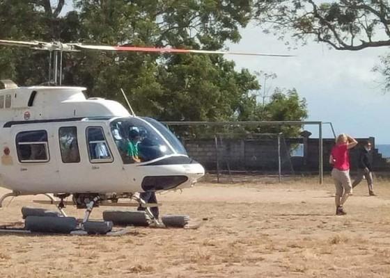 Nusabali.com - 20-wisatawan-naik-helikopter-ke-nusa-penida