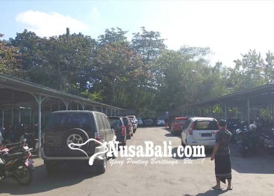 Nusabali.com - areal-parkir-pemkab-jembrana-tak-mampu-tampung-kendaraan