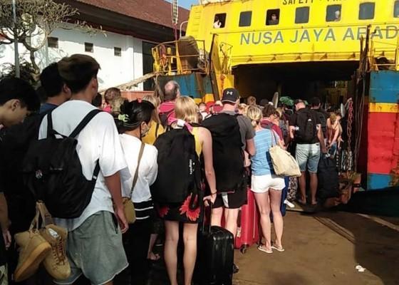 Nusabali.com - 70-wisatawan-masih-terjebak-di-nusa-penida