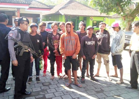 Nusabali.com - lagi-polisi-amankan-gerombolan-punk