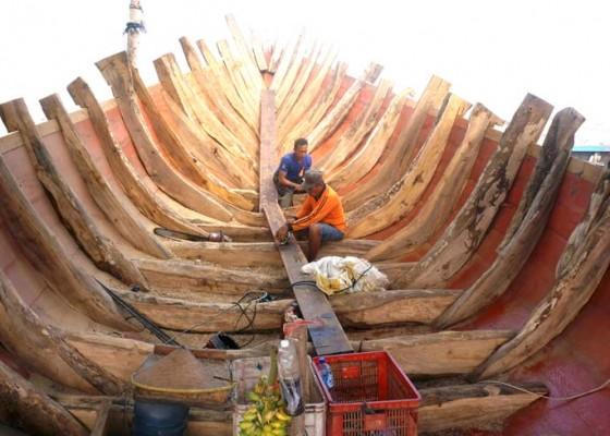 Nusabali.com - perajin-kapal-kayu-tradisional