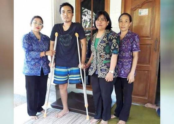 Nusabali.com - kasek-kunjungi-siswa-diamputasi