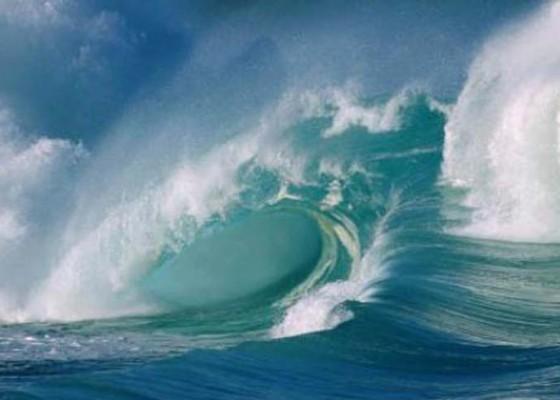 Nusabali.com - gelombang-tinggi-dermaga-ii-padangbai-terpaksa-buka-tutup