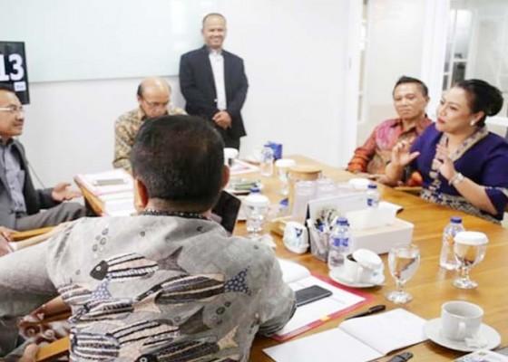 Nusabali.com - diapresiasi-pusat-bupati-eka-presentasikan-2-kebijakan-pro-rakyat