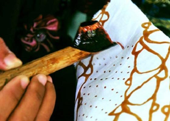 Nusabali.com - mahasiswa-asing-belajar-batik-melalui-surabali