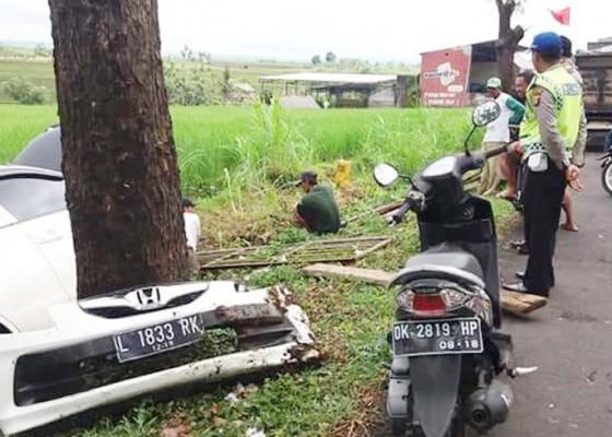 Nusabali.com - sopir-ngantuk-mobil-nyungsep-ke-parit