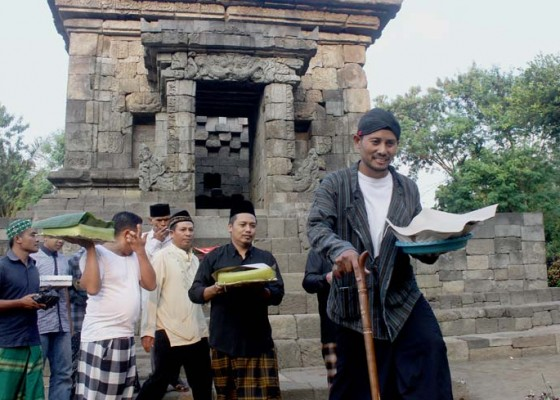 Nusabali.com - tradisi-tumpengan-candi-badut