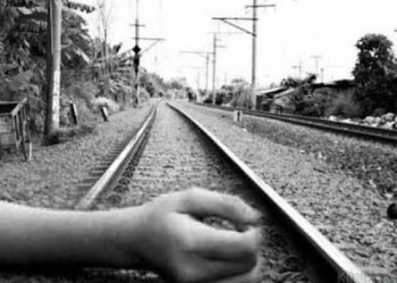 Nusabali.com - pria-tewas-tertabrak-kereta