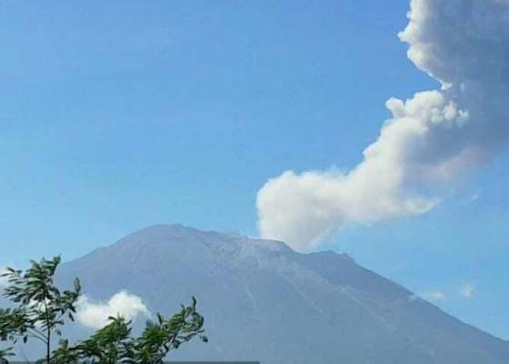 Nusabali.com - selama-2-jam-gunung-agung-tiga-kali-erupsi