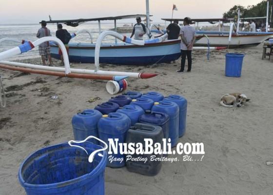 Nusabali.com - gelombang-tinggi-hancurkan-warung-dan-perahu-nelayan