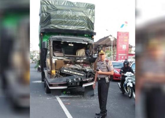 Nusabali.com - rem-blong-truk-hantam-truk