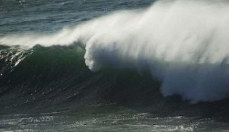 www.nusabali.com-diamuk-gelombang-setra-hancur-tembok-sengker-pura-juga-ambruk