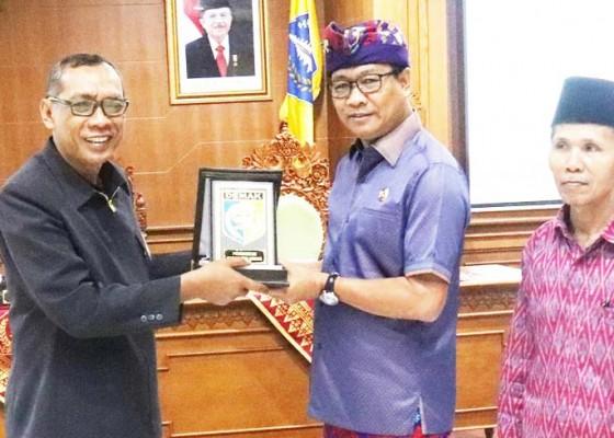 Nusabali.com - wabup-suiasa-terima-kunja-kabupaten-demak