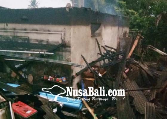 Nusabali.com - diduga-konsleting-bengkel-traktor-terbakar