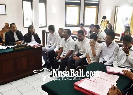 Nusabali.com - enam-terdakwa-penculik-bule-bulgaria-disidang