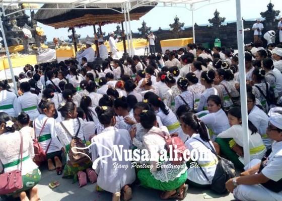 Nusabali.com - 300-penari-inti-ritual-nunas-pasupati-di-pura-penganyengan-tanah-lot