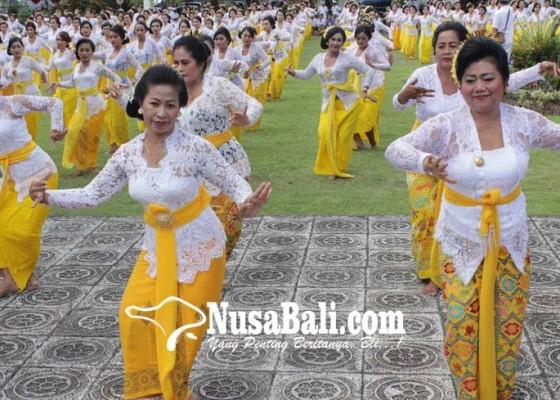 Nusabali.com - bupati-menari-rejang-renteng