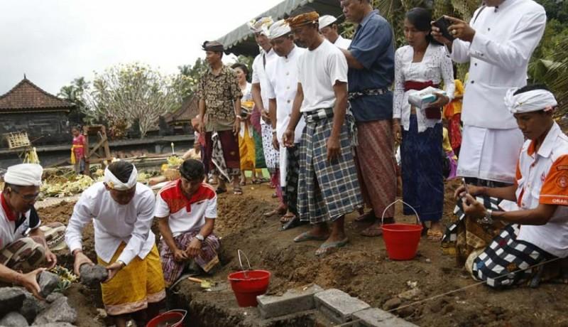 www.nusabali.com-membangun-desa-perkuat-semangat-gotong-royong