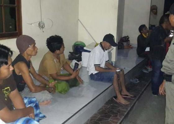 Nusabali.com - petugas-pp-jaring-5-duktang-ilegal