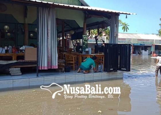 Nusabali.com - pantai-lebih-kembali-diterjang-gelombang-pasang