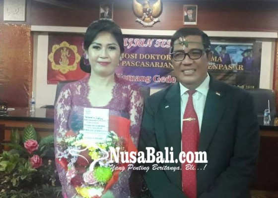 Nusabali.com - lulus-dengan-predikat-cum-laude-dijuluki-doktor-pasraman