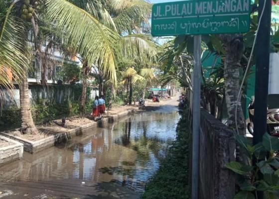 Nusabali.com - akibat-luapan-air-selokan
