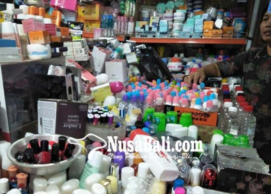Nusabali.com - peredaran-cream-pemutih-ditarik-pedagang-kosmetik-bingung