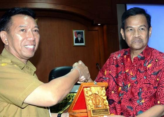 Nusabali.com - kabag-humas-badung-terima-kunjungan-asisten-kabupaten-magelang-jateng