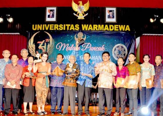 Nusabali.com - gubernur-pastika-terima-penghargaan-wikan-award-2018