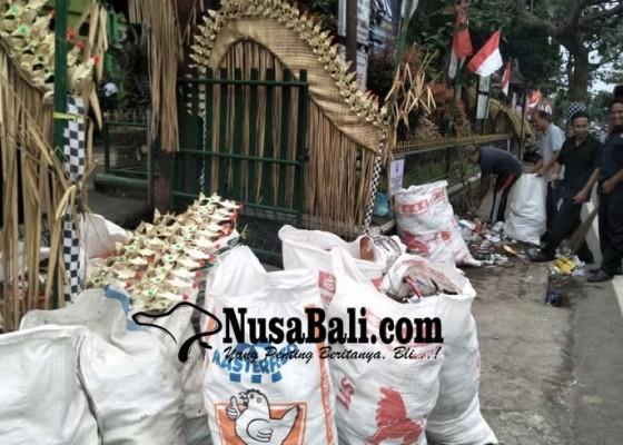 Nusabali.com - tidak-ada-bbm-armada-pengangkut-sampah-libur