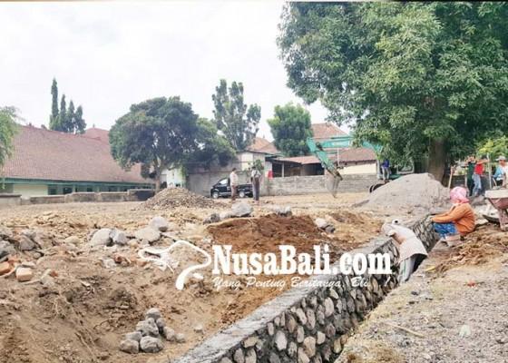 Nusabali.com - areal-parkir-rsud-buleleng-ditambah-15-are