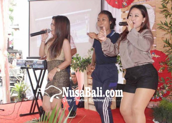 Nusabali.com - hut-sma-pgri-dihibur-penyanyi-bali