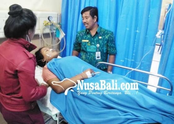 Nusabali.com - minum-pemutih-pakaian-siswi-sma-pingsan