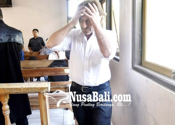 Nusabali.com - divonis-10-tahun-bule-jerman-pasrah