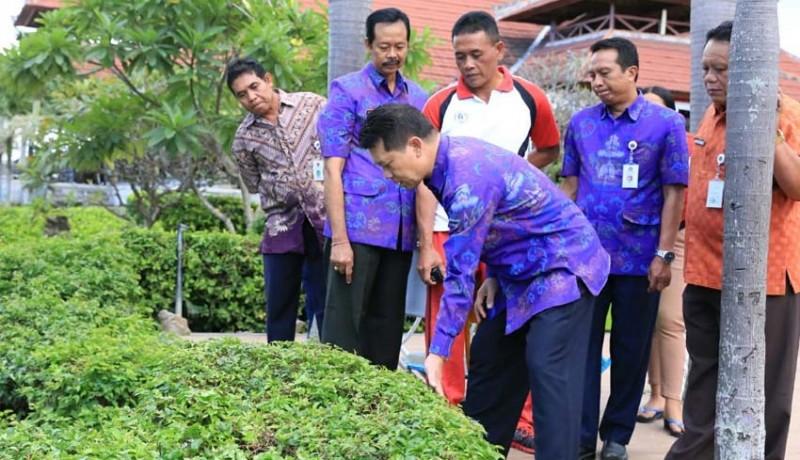 www.nusabali.com-petugas-kebersihan-kena-peringatan