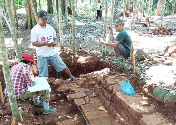 Nusabali.com - candi-hindu-ditemukan-di-kebun-durian