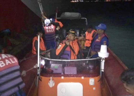 Nusabali.com - kapal-kandas-di-gilimanuk-penumpang-dievakuasi