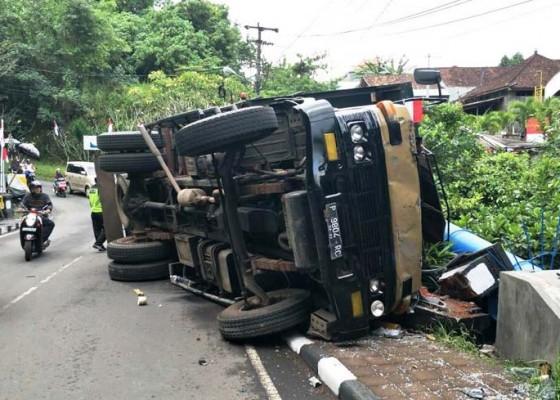 Nusabali.com - rem-blong-truk-terguling