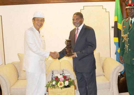 Nusabali.com - bertemu-presiden-zanzibar-pastika-jelaskan-potensi-pariwisata-bali