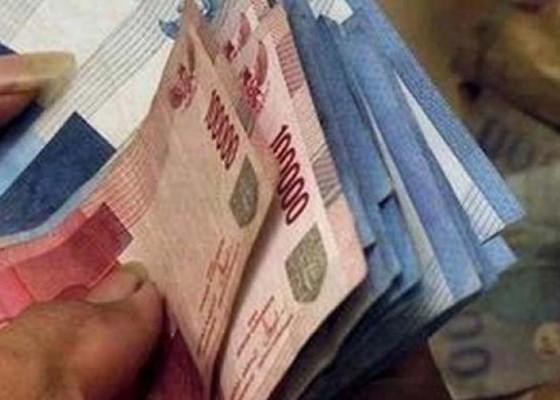 Nusabali.com - gay-perdayai-teman-uang-jutaan-dicuri