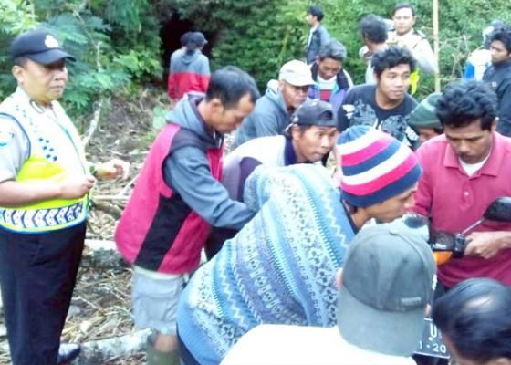 Nusabali.com - motor-masuk-jurang-satu-tewas