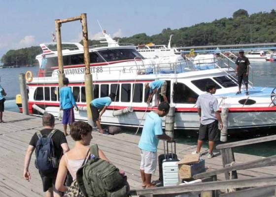Nusabali.com - pelabuhan-padangbai-kembali-ditutup