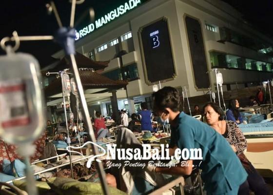 Nusabali.com - gempa-lombok-pasien-rsud-dirawat-di-halaman
