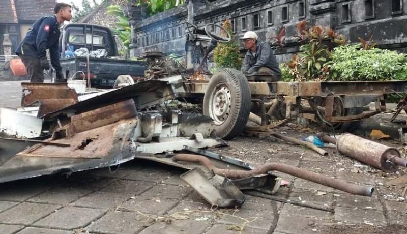 www.nusabali.com-rusak-berat-mobil-lelangan-dijual-kiloan