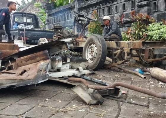 Nusabali.com - rusak-berat-mobil-lelangan-dijual-kiloan